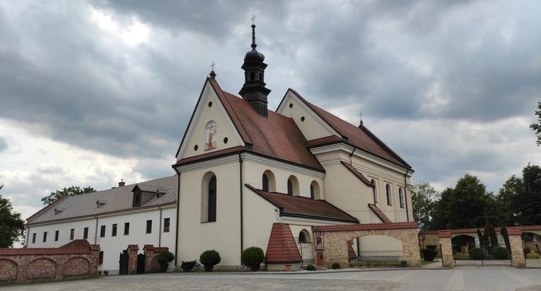 Klasztor w Bieczu – klasztor oo. Franciszkanów Prowincji Matki Bożej Anielskiej wraz z kościołem św. Anny.